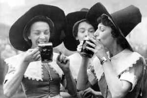 54ac91cbb57e3_-_elle-13-vintage-women-drinking